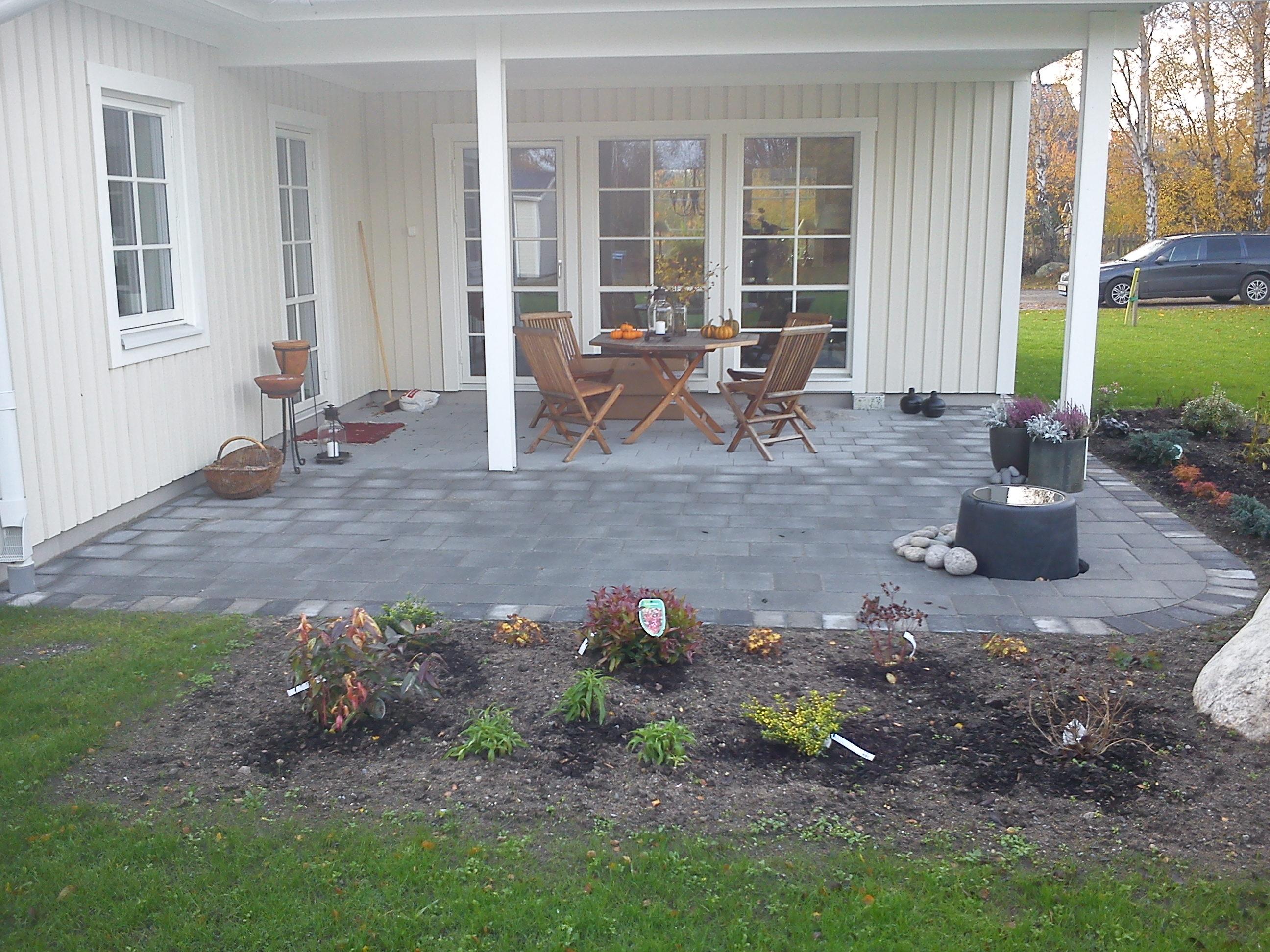 Trädgård Grus : P schakt gräv dränering grus matjord trädgård plattläggning